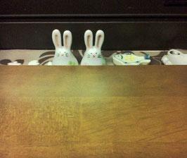 板から耳を出してるウサギの可愛い箸置き