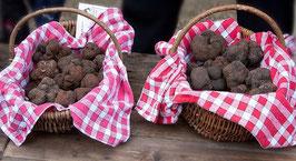 paniers de truffes noires au marché de Lalbenque