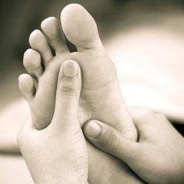 Bei der Fußmassage komplett entspannen