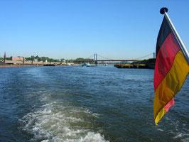 Fahrt auf dem Rhein-Herne-Kanal