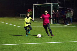 Eva erzielt die beiden wichtigen ersten Tore