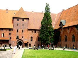 Marienburg  Внутренний двор нижнего замка 2000