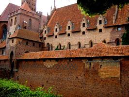 Marienburg  Внешняя оборонительная стена.1992