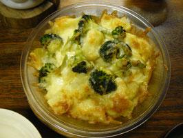 ポテト、ブロッコリーのチーズグラタン