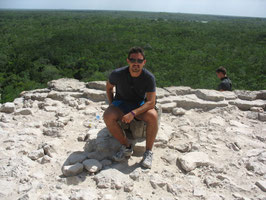 S.A.S. don Guerrino di Paipa in cima alla piramide Maya