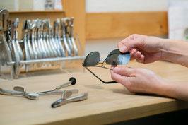 Bei uns wird Ihre Brille in eigener Werkstatt fertiggestellt.