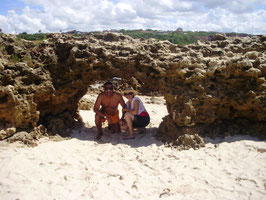 TC Macedo e Quésia realizaram o passeio pelas praias do sul de JAMPA oferecido por nossa Pousada, este registro foi feito no ARCO DO AMOR!!! (Praia do Amor) parabéns ao casal!!