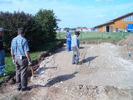 Kies begradigen für die Bodenplatte