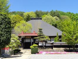 光輪寺(長野県朝日村) 境内に薬師堂がある。