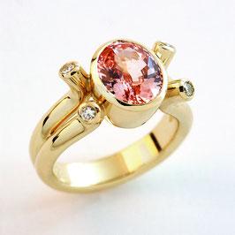 Schmuckdesign Ring mit Morganit, Handarbeit