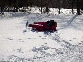 雪と戯れる妻