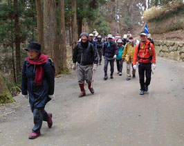 比叡山釈迦堂の参道を歩く