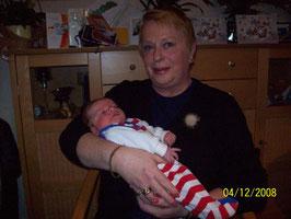 die glückliche Oma