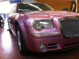 Chrysler 300C von Schwarz > zu Pink