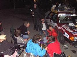 einige Teilnehmer parken und übernachten an der Kaimauer - es wird gefeiert
