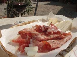 サラミとチーズの盛り合わせ