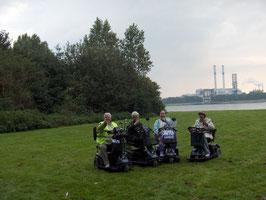 Samen op de foto langs de waterweg op 21 september 2008 de dag van de vooruitgang.