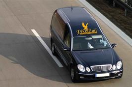 Transport von Verstorbenen mit Leichenwagen nach Kosovo