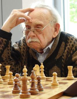 Helmut Neumann sicherte gegen einen star-ken Gegner den Mannschaftssieg (Foto: A. Obdenbusch)