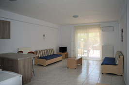 Ground-floor apartment in Nea Peramos, close to Ammolofoi beach