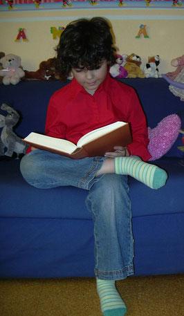 Mixa reading Eldest