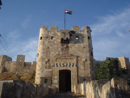 往時のアレッポ城入り口