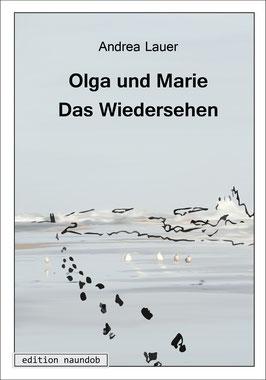 Cover von Olga und Marie - Das Wiedersehen: Ein Bild vom Meer mit Fußstapfen am Strand, am Horizont kann man 2 Gestalten erahnen.