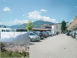 Bild Panoramasessellift Dorf Tirol-Meran und Parkplatz Seilbahn Hochmuth