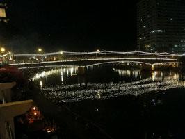 Lichter auf dem Fluss