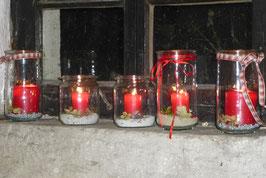 """Stimmungsvolle """"Begrüßung"""" bei Kerzenlicht."""