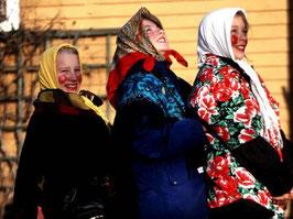 bambini svedesi vestiti da strega per  tradizione di pasqua