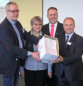 Hasso Mansfeld, Helga Lerch, Michael J. Schwarz und Landrat Claus Schick