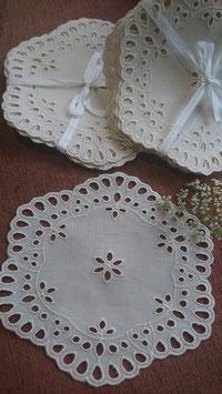 Stickerei-Deckchen, rund