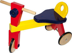 Triciclo de madera de colores