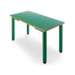Mesa rectangular con patas de polipropileno