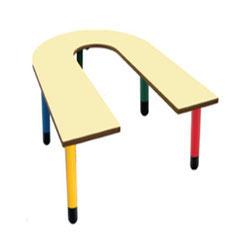 Mesa en U, patas de polipropileno