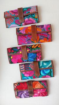 Geldbörse mit Blumenstickerei aus Mexiko (Leder)