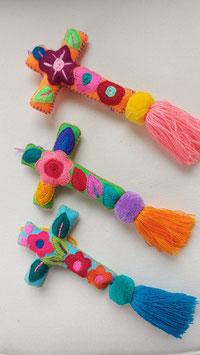 Osterdeko Kreuz mit Blumenstickerei aus Mexiko