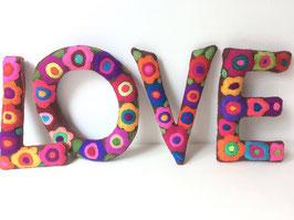 """Buchstaben """"LOVE"""" bunt"""