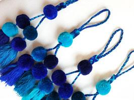 Taschenanhänger / Bommel Deko gross (Blautöne)