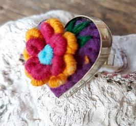 Ring Herzform bestickt lila-gelb-pink aus Mexiko (handmade)