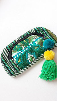 Mexikanische Boho-Etui / kleine Tasche / Clutch grün mit Blumenmuster bestickt