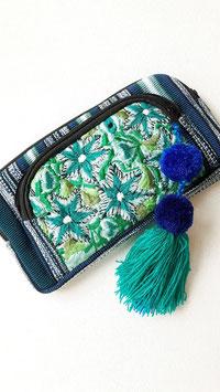 Mexikanische Clutch / Tasche / Abendtasche lila mit Stickerei Vogelmotiv und Pom pom