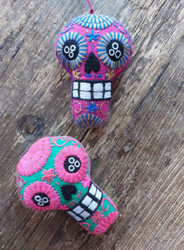Halloween-Deko: Calavera/Totenkopf (mittelgross) bestickt aus Mexiko
