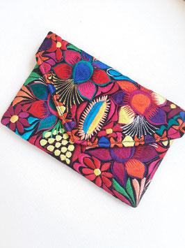 Boho Clutch / Abendtasche / Schultertasche Blumenwiese (schwarz) aus Mexiko