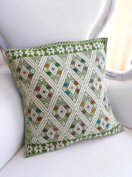 Boho Deko-Kissen Maya grün handgenäht und bestickt aus Mexiko