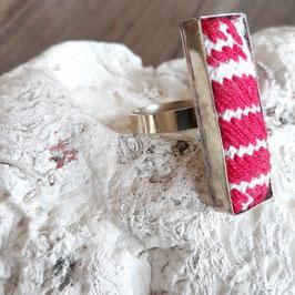 Ring lang bestickt weiss-rosa aus Mexiko (handmade)