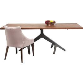 Tisch mit besonderem Fuß