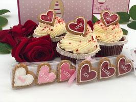 Red Velvet Cupcake mit 3 Lebkuchen Herzen