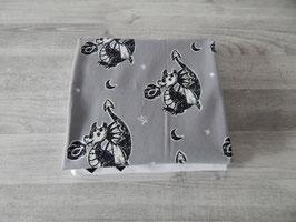 Stoffpaket Kritzeldrache hellgrau / Kreuze weiß/schwarz.